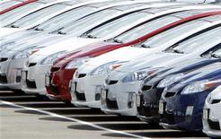 <p>Les principaux constructeurs automobiles, à l'image de Toyota dont les ventes bondissent de 60% sur un an, ont fait état de ventes bien plus fortes que prévu aux Etats-Unis en juin, signe d'une nette reprise du secteur après un mois de mai décevant. /Photo d'archives/REUTERS/Mike Blake</p>