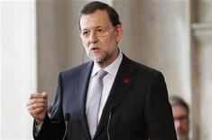 <p>Le président du gouvernement espagnol Mariano Rajoy. Madrid met la dernière main à une série de coupes budgétaires et de hausses d'impôts qui devraient lui rapporter jusqu'à 30 milliards d'euros, afin d'atteindre ses objectifs de réduction du déficit pour cette année, a-t-on appris auprès de sources proches du dossier. /Photo prise le 22 juin 2012REUTERS/Giampiero Sposito (ITALY - Tags: POLITICS BUSINESS)</p>
