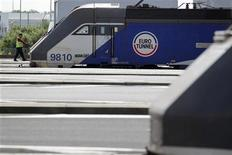 <p>Eurotunnel, qui affiche un résultat de cinq millions d'euros au premier semestre, prévoit une nette hausse de son résultat net en 2012 à la faveur des Jeux olympiques de Londres. /Photo d'archives/REUTERS/Pascal Rossignol</p>