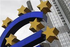<p>Confrontée à un risque de rechute en récession de la zone euro et à des taux d'intérêt prohibitifs pour les économies espagnole et italienne, la Banque centrale européenne est tentée par l'expérience danoise des taux négatif. Face à l'afflux de liquidités, la Banque centrale du Danemark a opté pour des taux négatifs en fixant à -0,20% le taux de rémunération des dépôts que les banques font auprès d'elle. /Photo d'archives/REUTERS/Alex Domanski</p>