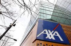 <p>Le groupe d'assurances Axa a annoncé des résultats semestriels globalement stables. Son résultat net est en baisse de 38% à 2,586 milliards d'euros suite aux plus-values exceptionnelles dégagées un an auparavant grâce à des cessions d'actifs. /Photo d'archives/REUTERS/Mick Tsikas</p>