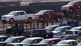 <p>Les stocks des entreprises américaines ont augmenté de 0,1% à 1.580 milliards de dollars au mois de juin à la faveur d'un réapprovisionnement des concessionnaires automobiles, bien que les ventes des sociétés aient accusé leur plus forte baisse en plus de trois ans. /Photo prise le 25 mai 2012/REUTERS/Rebecca Cook</p>