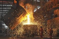 """<p>L'activité des entreprises du secteur manufacturier chinois a subi en août sa plus forte contraction en neuf mois, montre l'estimation """"flash"""" de l'indice PMI HSBC, qui met en évidence une chute des commandes à l'export et une augmentation des stocks. /Photo prise le 13 juillet 2012/REUTERS/China Daily</p>"""