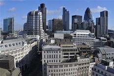 <p>Même ternie par les scandales et les licenciements, la City de Londres conserve son attrait pour les banquiers parisiens qui veulent fuir des hausses d'impôts et la désagréable impression de ne pas être très aimés dans leur propre pays. /Photo d'archives/REUTERS/Toby Melville</p>