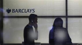 <p>L'entrée de la banque Barclays dans le capital du groupe volailler Doux devrait être effective à partir de la mi-septembre. L'ancien leader européen de la volaille a été placé en redressement judiciaire le 1er juin à la suite d'un très fort endettement comprenant une créance bancaire de 140 millions d'euros vis-à-vis de Barclays. /Photo d'archives/REUTERS/Andrew Winning</p>