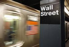 <p>Wall Street a ouvert en légère baisse vendredi et semble en passe de terminer la semaine sur un recul hebdomadaire, ce qui ne lui était plus arrivé en sept semaines. Dans les premiers échanges, le Dow Jones cédait 0,12%, le Standard & Poor's, plus large, reculait de 0,19%, tandis que le composite du Nasdaq abandonnait 0,32%. /Photo d'archives/REUTERS/Shannon Stapleton</p>