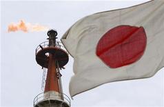<p>Pour la deuxième fois en deux mois, le gouvernement japonais a revu à la baisse ses prévisions de croissance en tablant désormais sur 2,2% pour l'exercice en cours qui doit s'achever en mars. /Photo d'archives/REUTERS/Toru Hanai</p>