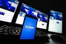 """<p>Facebook France a démenti lundi soir toute faille dans la sécurité des données à la suite de l'apparition d'anciens messages sur le """"journal"""" des utilisateurs. /Photo d'archives/REUTERS/Valentin Flauraud</p>"""
