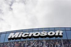<p>Foto de archivo de la sede de Microsoft en Issy-les-Moulineaux, Francia, oct 6 2009. Microsoft Corp será penalizada por no cumplir con un fallo del 2009 que obligaba a la compañía a ofrecer un navegador de internet optativo, dijo el jueves el jefe de la agencia antimonopolios de la Unión Europea, lo que podría significar una multa considerable para la firma. REUTERS/Charles Platiau</p>