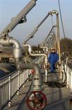 <p>Les cours du pétrole ont terminé en baisse de plus de 4% mercredi à New York, des indicateurs confirmant le ralentissement économique en Europe et en Asie suscitant des inquiétudes concernant la demande d'or noir. /Photo d'archives/REUTERS</p>