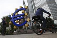 <p>La Banque centrale européenne a, comme attendu, maintenu son taux directeur à 0,75% jeudi, à l'issue de la réunion de son conseil des gouverneurs. /Photo d'archives/REUTERS/Alex Domanski</p>
