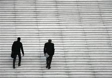 <p>Le quartier des affaires de la Défense, en région parisienne. L'indicateur du climat général des affaires en France a baissé d'un point en octobre, à 85 points, selon l'enquête mensuelle de l'Insee. /Photo d'archives/REUTERS/John Schults</p>