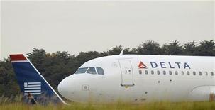 <p>Les compagnies aériennes américaines Delta Air Lines et US Airways Group, qui ont vu leurs bénéficies progresser au troisième trimestre, ont indiqué percevoir une amélioration après un mois de septembre décevant. /Photo prise le 24 octobre 2012/REUTERS/Gary Cameron</p>