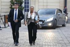 <p>Manuel Valls et Christiane Taubira à Matignon. Le ministre de l'Intérieur et sa collègue de la Justice se sont défendus samedi d'avoir joué un rôle dans l'arrestation et l'extradition en Espagne de la militante indépendantiste basque française Aurore Martin. /Photo prise le 22 octobre 2012/REUTERS/Charles Platiau</p>