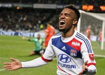 <p>Alexandre Lacazette, buteur pour Lyon à Gerland. L'Olympique lyonnais s'est rapproché dimanche du sommet de la Ligue 1 en battant Bastia 5-2. REUTERS/Robert Pratta (FRANCE - Tags: SPORT SOCCER)</p>