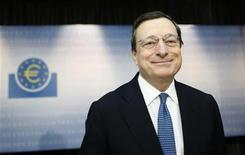 <p>El presidente del Banco Central Europeo, Mario Draghi, durante una conferencia de prensa en Fráncfort, nov 8 2012. El Banco Central Europeo espera que la economía de la zona euro siga estando débil, dijo el presidente de la entidad, Mario Draghi, luego de que el BCE decidiera dejar sus tasas de interés sin cambios el jueves. REUTERS/Lisi Niesner</p>