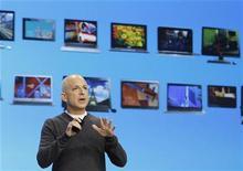 <p>Entré chez Microsoft il y a 23 ans, Steven Sinofsky, 47 ans, qui dirigeait la division Windows, quitte le groupe deux semaines seulement après le lancement de Windows 8, la nouvelle version du système d'exploitation. Ni Microsoft, ni lui n'ont donné d'explication à ce départ. /Photo prise le 25 octobre 2012/REUTERS/Lucas Jackson</p>