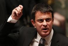 <p>Manuel Valls a accusé mardi la droite d'être responsable du retour du terrorisme en France, provoquant un vif incident à l'Assemblée nationale, où les députés de l'UMP ont exigé sa démission ou, à tout le moins, des excuses. /Photo prise le 23 octobre 2012/REUTERS/Charles Platiau</p>