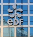 <p>EDF affiche un chiffre d'affaires en hausse de 10,2% sur les neuf premiers mois de 2012 mais l'électricien table désormais sur une stagnation de son résultat brut d'exploitation en 2013 en raison de la dégradation de la conjoncture. /Photo d'archives/REUTERS/Gonzalo Fuentes</p>