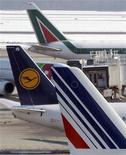 <p>Lufthansa et Air France-KLM vont céder une participation combinée de 5,28% dans le capital d'Amadeus IT Holdings via un placement privé auprès d'investisseurs institutionnels. /Photo d'archives/REUTERS/Alessandro Garofalo</p>