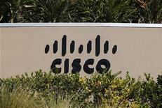 <p>Cisco, qui a fait état mardi d'un chiffre d'affaires et d'un bénéfice meilleurs qu'attendu au premier trimestre de son exercice décalé, à suivre mercredi sur les marchés américains. /Photo prise le 12 novembre 2012/REUTERS/Mike Blake</p>
