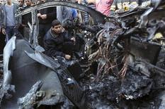 <p>Le chef militaire du Hamas, Ahmed al Djaabari, a été tué mercredi par une frappe aérienne de Tsahal dans la bande de Gaza. Un responsable israélien a déclaré que cette attaque n'était qu'un début et que d'autres opérations allaient suivre. /Photo prise le 14 novembre 2012/REUTERS/Mohammed Salem</p>