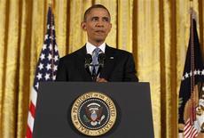 """<p>Le président américain Barack Obama a déclaré que les déficits ne pourraient être résorbés par la seule suppression des niches fiscales et des déductions dont bénéficient les Américains les plus fortunés, s'exprimant alors que le Congrès a jusqu'à la fin de l'année pour éviter que les Etats-Unis ne soient confrontés à un """"mur budgétaire"""". /Photo prise le 14 novembre 2012/REUTERS/Larry Downing</p>"""