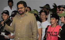 <p>El jefe negociador de las FARC, Iván Márquez, en declaraciones a la prensa en La Habana. 21 de noviembre, 2012. El Gobierno de Colombia y la guerrilla de las FARC lanzaron acusaciones mutuas que enturbian los primeros compases de las complejas negociaciones iniciadas esta semana en Cuba, aunque ambas partes siguen confiadas en lograr un acuerdo de paz. REUTERS/Enrique De La Osa</p>