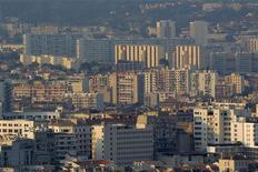 <p>Vue des quartiers Nord de Marseille où un homme d'une trentaine d'années a été abattu vendredi lors d'une fusillade. Il s'agit de la 24e victime de règlement de comptes depuis le début de l'année dans la région. /Photo prise le 8 septembre 2012/REUTERS/Jean-Paul Pélissier</p>