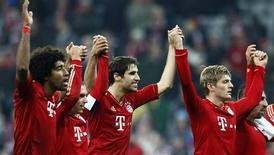 <p>Les Munichois Dante, Philipp Lahm, Javi Martinez, Toni Kroos et Franck Ribéry (de gauche à droite). Le Bayern a conforté samedi sa place de leader de la Bundesliga en étrillant Hanovre 5-0. /Photo prise le 24 novembre 2012/REUTERS/Michaela Rehle</p>