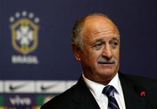 <p>Foto del jueves de Luiz Felipe Scolari en la rueda de prensa en Río de Janeiro en la que fue presentado como nuevo entrenador de la selección brasileña de fútbol. Nov 29, 2012. REUTERS/Sergio Moraes</p>