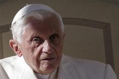 <p>A 85 ans, le pape Benoît XVI a succombé à la tentation de Twitter sous l'adresse @pontifex et le chef de l'Eglise catholique, qui rassemble déjà de ce fait plus d'un milliard de fidèles, enverra son premier tweet le 12 décembre, à l'occasion de la fête de Notre-Dame de Guadalupe. /Photo prise le 7 novembre 2012/REUTERS/Tony Gentile</p>