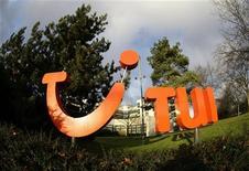 <p>TUI Travel fait état d'une hausse de 8% de son bénéfice annuel 2011-2012, le premier tour-opérateur mondial ayant tiré parti de bonnes performances commerciales en Grande-Bretagne, en Allemagne et dans les pays nordiques. /Photo d'archives/REUTERS/Christian Charisius</p>