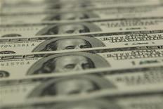 <p>Le secteur bancaire des Etats-Unis a enregistré au troisième trimestre ses bénéfices les plus élevés depuis 2006, grâce à une croissance des revenus et à une diminution des provisions pour pertes, selon des données publiées mardi par l'organisme fédéral de garantie des dépôts (Fdic). /Photo d'archives/REUTERS/Laszlo Balogh</p>