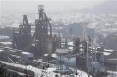 """<p>Jean-Marc Ayrault a promis mardi de donner aux syndicats d'ArcelorMittal tous les détails de l'accord conclu sur Florange (Moselle), """"dans la transparence la plus totale"""", lorsqu'il les recevra mercredi. /Photo prise le 3 décembre 2012/REUTERS/Vincent Kessler</p>"""