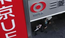 <p>Bank of Tokyo-Mitsubishi UFJ, filiale de Mitsubishi UFJ Financial Group (MUFG) compte racheter à l'Etat vietnamien 20% de VietinBank pour une soixantaine de milliards de yens (548 millions d'euros), selon une source proche du dossier. /Photo prise le 14 novembre 2012/REUTERS/Yuriko Nakao</p>