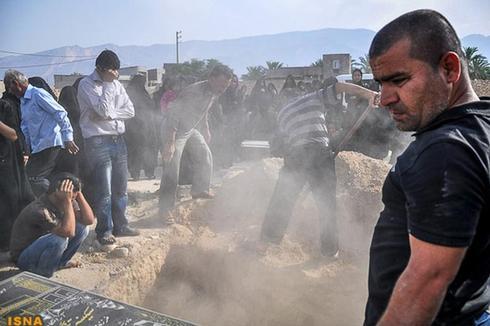 Quake hits Iran