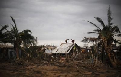 Cyclone Phailin pounds India