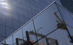 L'économie brésilienne a échappé à la récession fin 2013, enregistrant une croissance plus forte qu'attendu au dernier trimestre, mais la chute de l'activité industrielle témoigne des difficultés que continue de traverser l'une des principales économies émergentes de la planète. Le produit intérieur brut a progressé de 0,7% au cours des trois derniers mois de 2013, après s'être contracté de 0,5% au troisième trimestre. /Photo d'archives/REUTERS/Nacho Doce