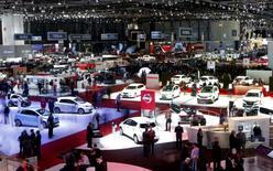 Les constructeurs automobiles réunis mardi à Genève ont exprimé leur inquiétude face à la volatilité accrue des marchés émergents, nouvelle menace pour l'activité du secteur alors que l'Europe donne des signes de reprise. /Photo prise le 4 mars 2014/REUTERS/Arnd Wiegmann