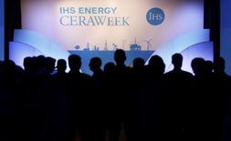 """La croissance attendue des échanges de gaz naturel liquéfié (GNL) dans les dix prochaines années va réduire le pouvoir d'influence de Moscou en Europe et pousser la Chine à s'impliquer davantage de manière constructive dans la gestion des affaires internationales.  Ce constat est partagé par de nombreux experts de l'énergie réunis cette semaine pour la """"grand-messe"""" annuelle du secteur, l'IHS Energy CERAWeek. /Photo prise le 4 mars 2014/REUTERS/Rick Wilking"""