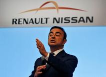 Carlos Ghosn, le PDG de Renault et de Nissan. L'alliance s'est dotée lundi d'un nouveau comité de direction afin d'accélérer l'intégration entre les deux constructeurs. /Photo prise le 26 juillet 2013/REUTERS/Babu