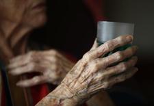 Orpea compte accélérer son internationalisation, notamment en Chine où le groupe spécialisé dans la prise en charge des personnes âgées dépendantes annonce la création à venir d'établissements de haut standard situés au coeur des grandes villes. /Photo d'archives/REUTERS/Eric Gaillard