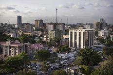 Le district de Victoria Island, à Lagos. Le Nigeria est devenu la première économie africaine, devant l'Afrique du Sud. Le pays le plus peuplé du continent avec 170 millions d'habitants, attire de plus en plus de capitaux étrangers en raison, notamment, de la taille de son marché intérieur. /Photo prise le 29 octobre 2014/REUTERS/Joe Penney