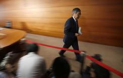 Le gouverneur de la Banque du Japon, Haruhiko Kuroda. La BoJ a décidé mardi de ne pas modifier sa politique monétaire, tablant toujours sur une poursuite de la reprise économique en dépit du relèvement de trois points de la TVA intervenu le 1er avril. /Photo prise le 8 avril 2014/REUTERS/Issei Kato