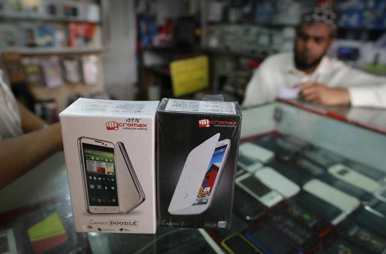 Micromax mobile phones are displayed at a mobile store in Mumbai December 4, 2013. REUTERS/Danish Siddiqui