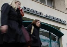 Crédit agricole a fermé la dernière de ses succursales en Crimée, a déclaré à Reuters un employé du groupe bancaire coopératif français. /Photo d'archives/REUTERS/Jean-Paul Pélissier