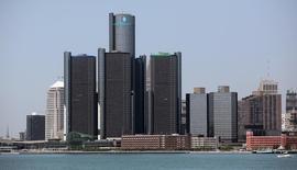 General Motors prévoit d'investir 12 milliards de dollars (8,7 milliards d'euros) en Chine d'ici 2017 et d'y construire de nouvelles usines dès l'an prochain afin de poursuivre son expansion sur le premier marché mondial. /Photo d'archives/REUTERS/Rebecca Cook