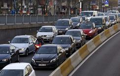 Cars are seen stuck in a traffic jam on a road heading towards central Brussels during the morning rush hour March 26, 2014.    REUTERS/Yves Herman