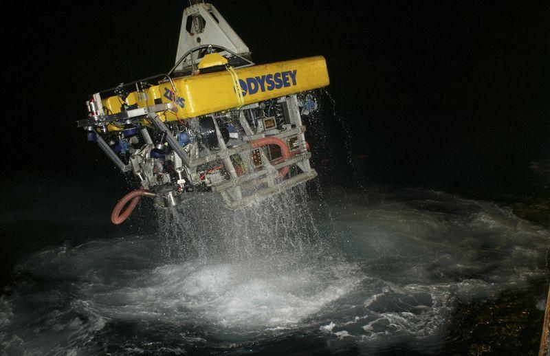 U S  treasure hunters return to 'Ship of Gold' sunk in 1857
